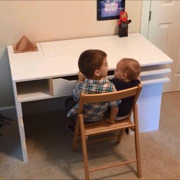 Hướng dẫn tự làm bàn học cho bé bằng gỗ